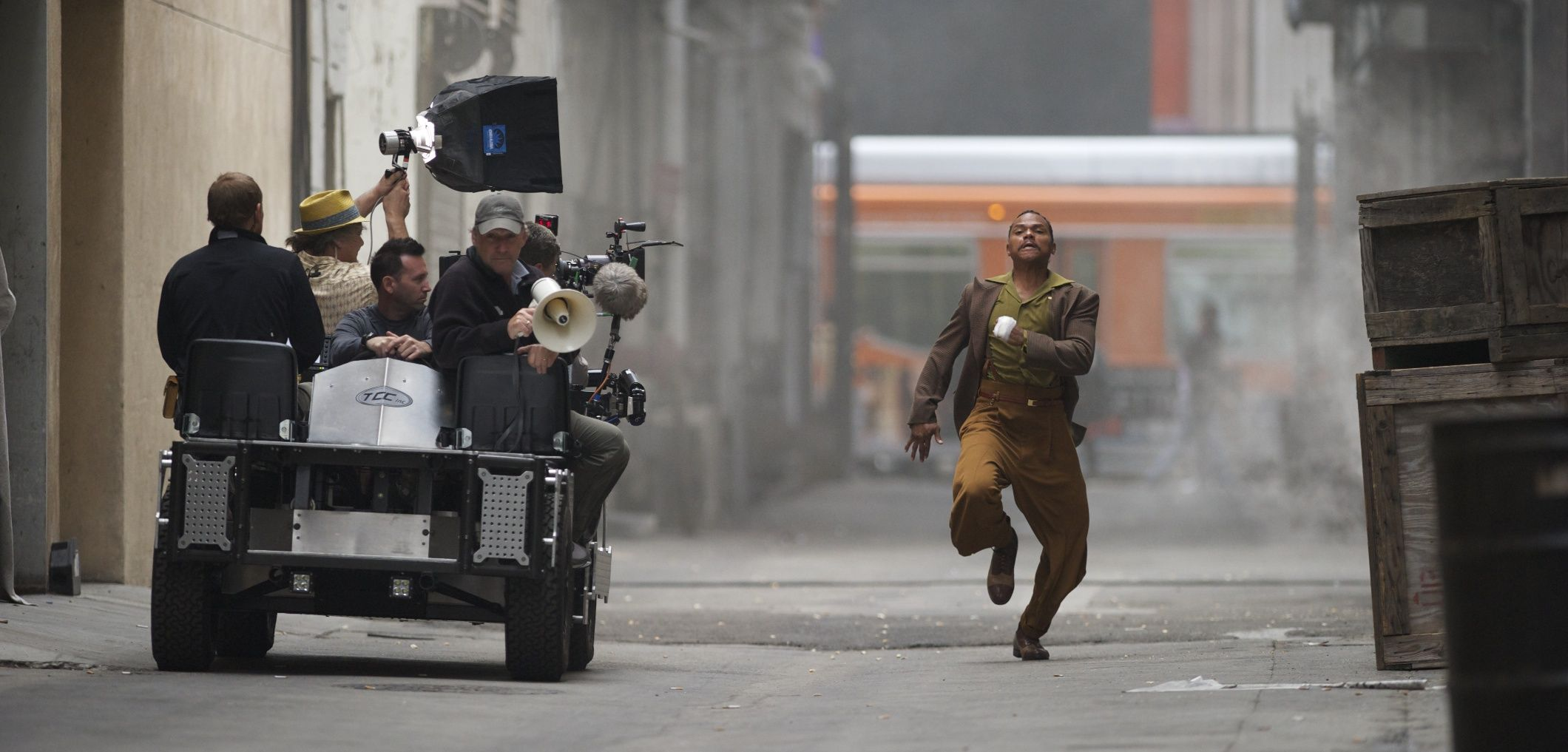De Aundre Bonds As Duke Del Red Running From The Law In Gangster Squad 2013 Wilson Webb Gangster Squad Gangster Squad