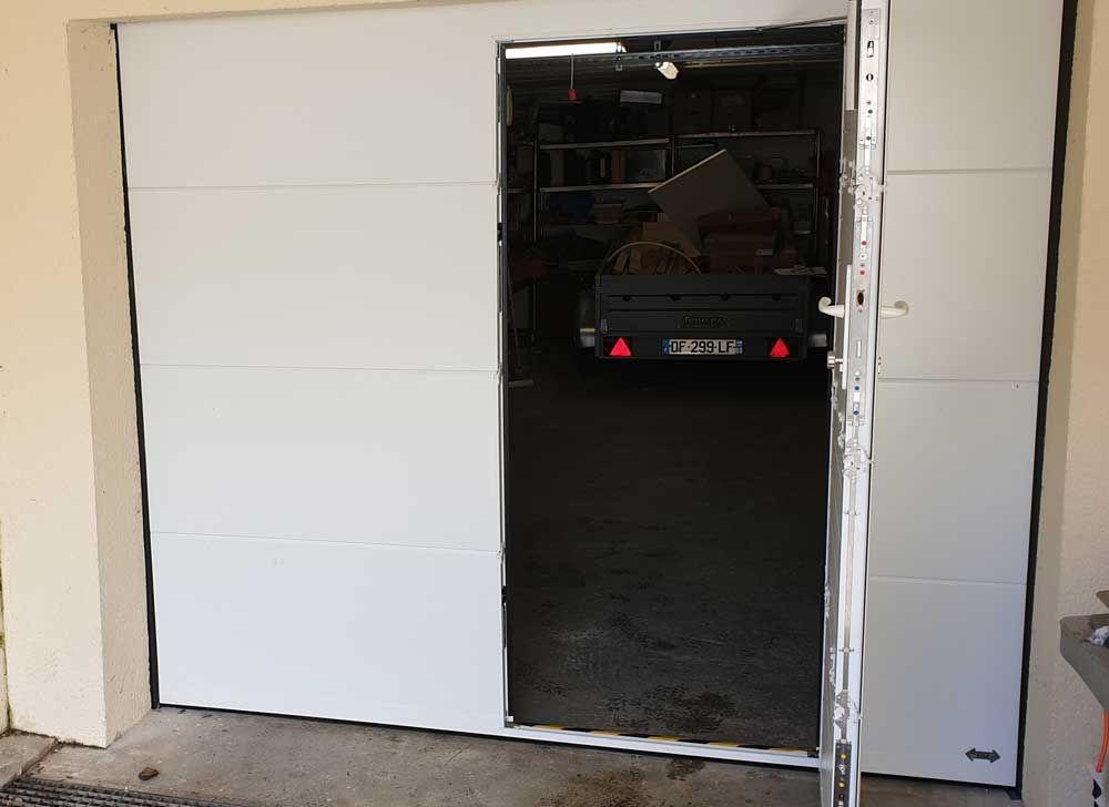Porte De Garage Manuelle Ou Motorisee De Qualite Sur Gisors En 2020 Porte Garage Garage Porte De Garage Basculante