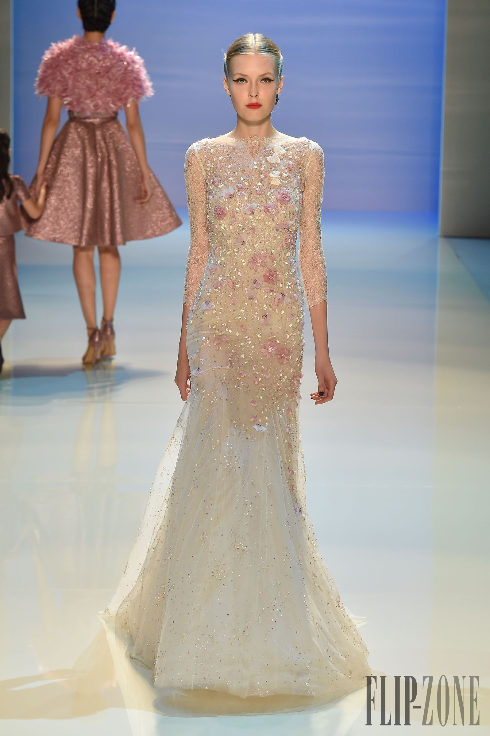 Georges Hobeika Photos officielles A-H 2014-2015 - Haute couture - http://fr.flip-zone.com/fashion/couture-1/fashion-houses/georges-hobeika-5253