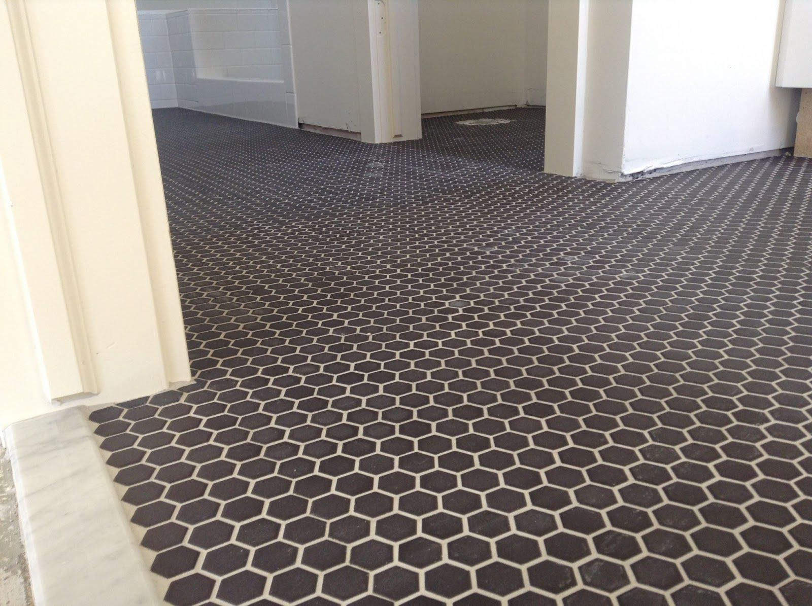 Black grouting bathroom - This Was In The Bathroom Black 1 Hex With Warm Gray Grout And Carerra