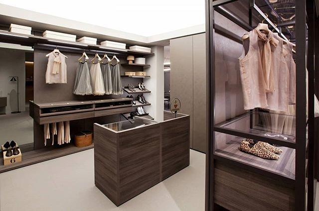 Ankleidezimmer Schrank ~ Ein begehbarer kleiderschrank ist doch ein traum vor allem wenn er