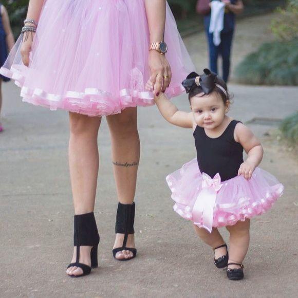cdb9750228 Kit tutu mãe e filha com 2 saias de fita e renda na barra e detalhes em  pérolas
