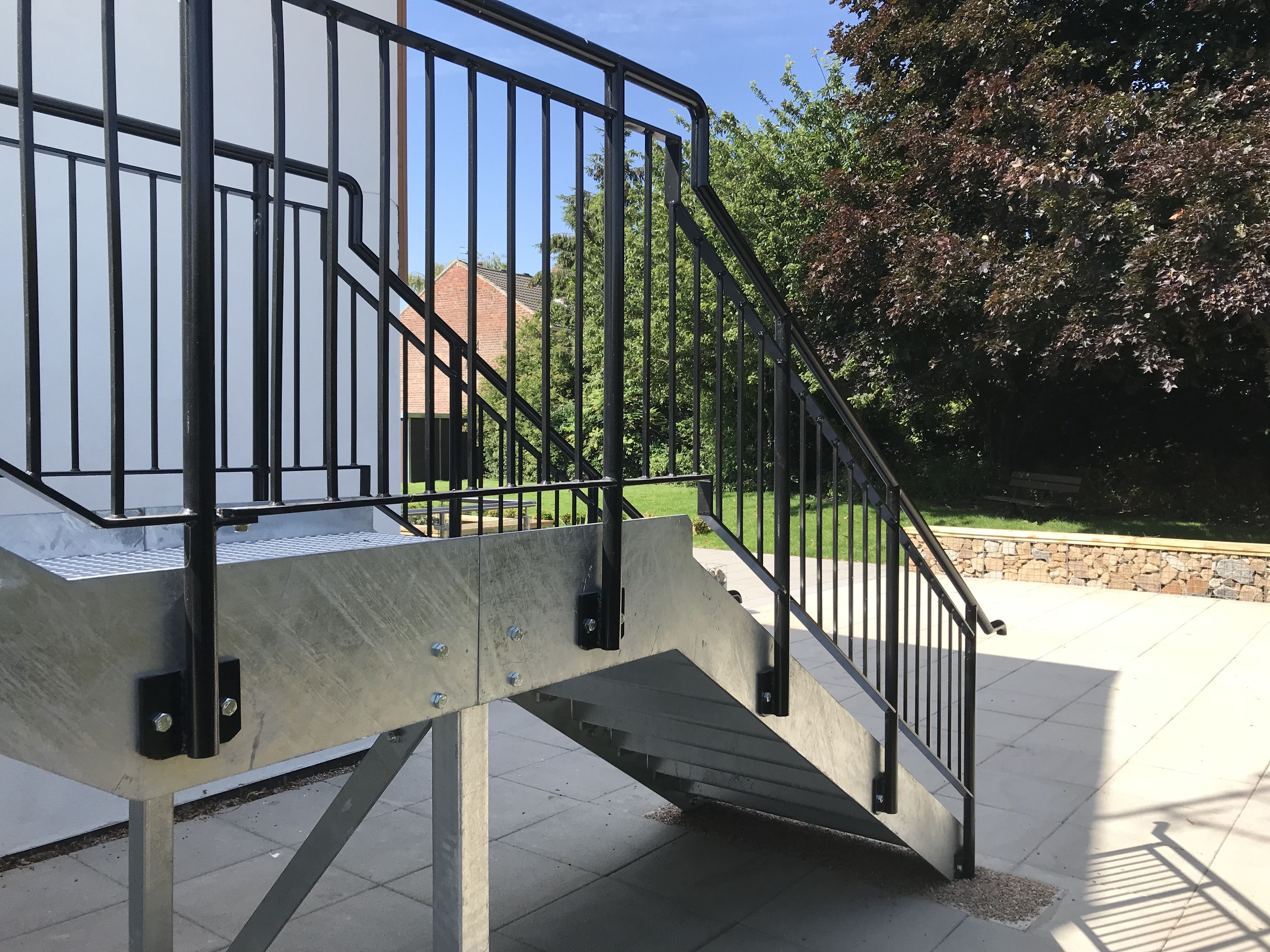 Best External Metal Fire Escape Staircase With Side Mounted 400 x 300