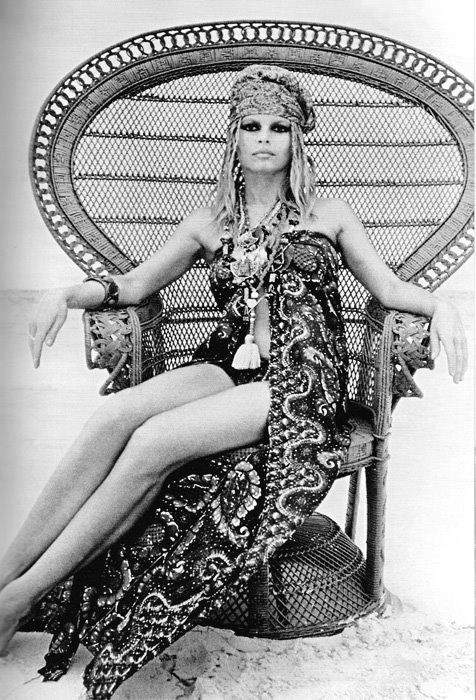 brigitte bardot ic ne de mode hippie chic dans les ann es 70 mode bohemian chic ou hippie. Black Bedroom Furniture Sets. Home Design Ideas