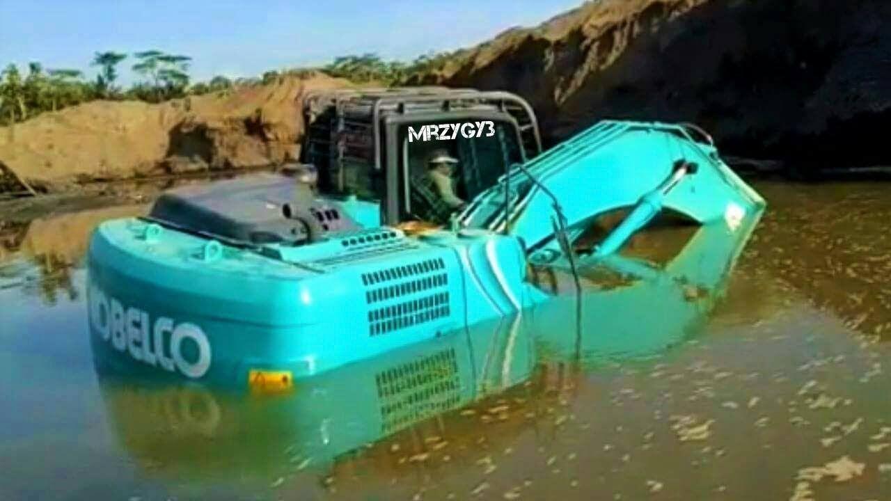 Excavator Stuck In Mud Kobelco SK200-10 Heavy Recovery | MrZygy3