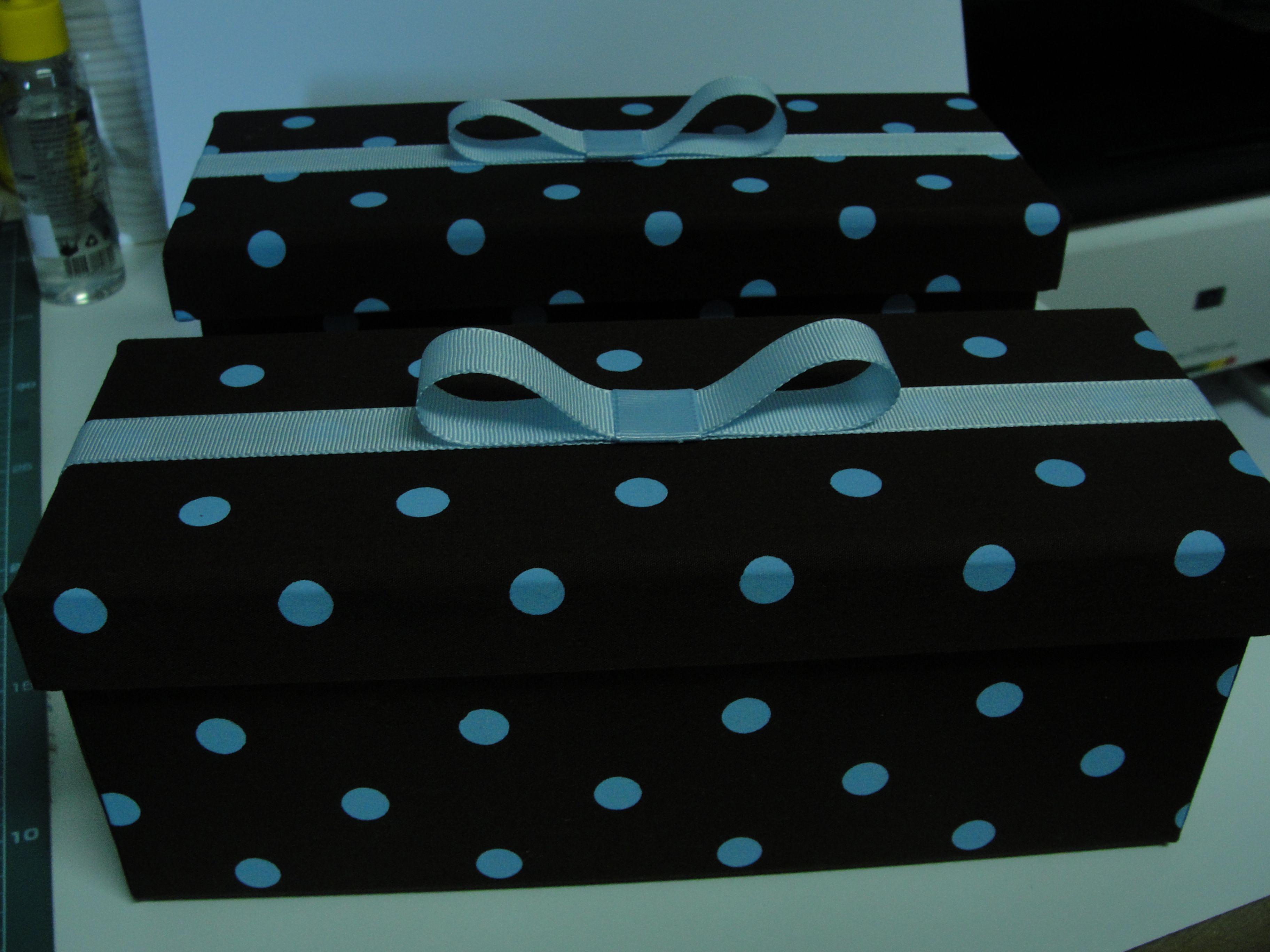 Caixa em Mdf forrada com tecido...excelente opção para presentear com mini espumante