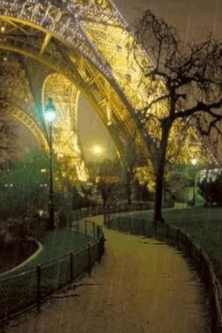 Paris in the rain.  This has got to be one of the most romantic things I've seen!