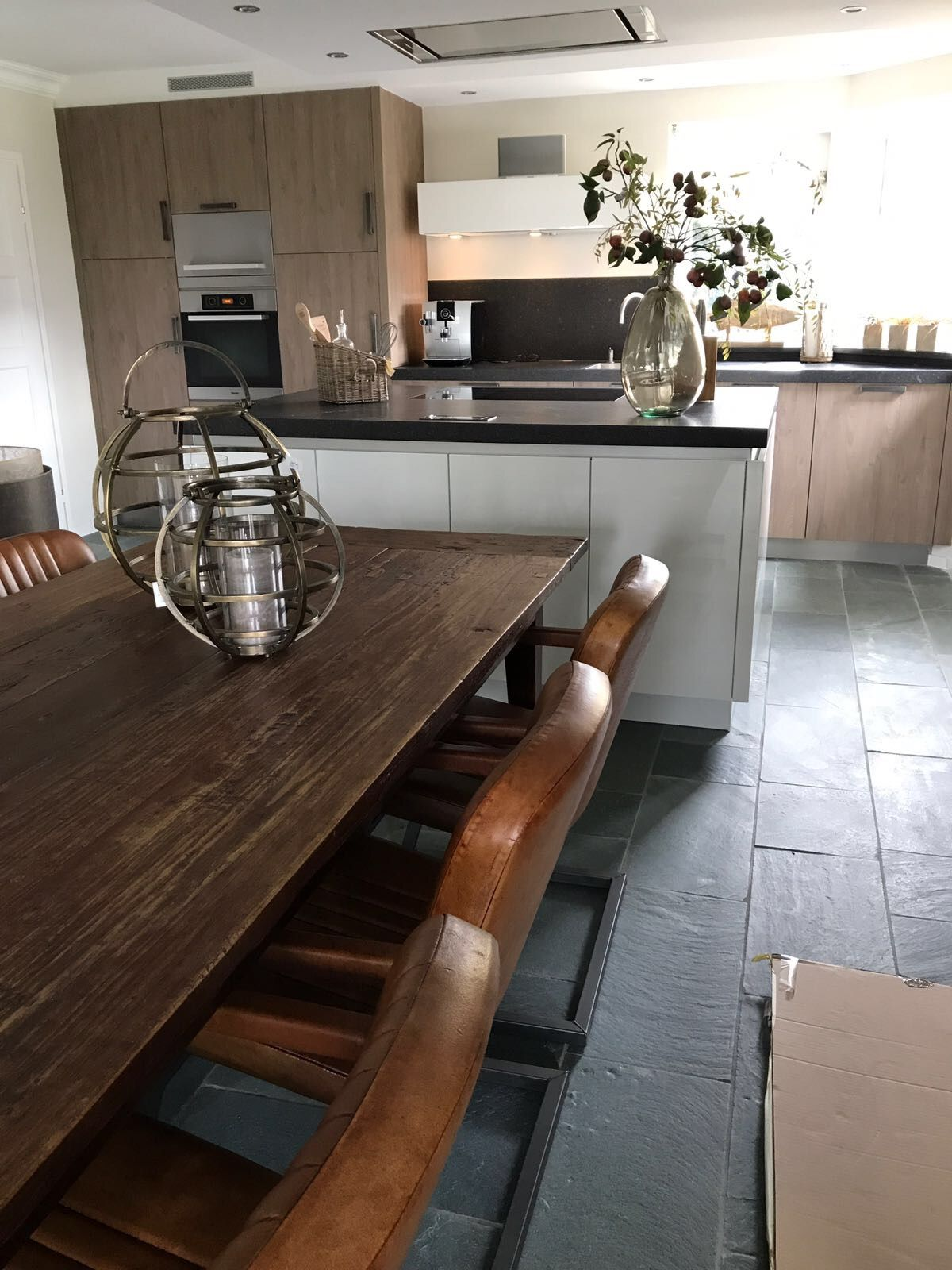 Maison Manon - Borne, Eetkamer tafel hardhout met leren industriële ...