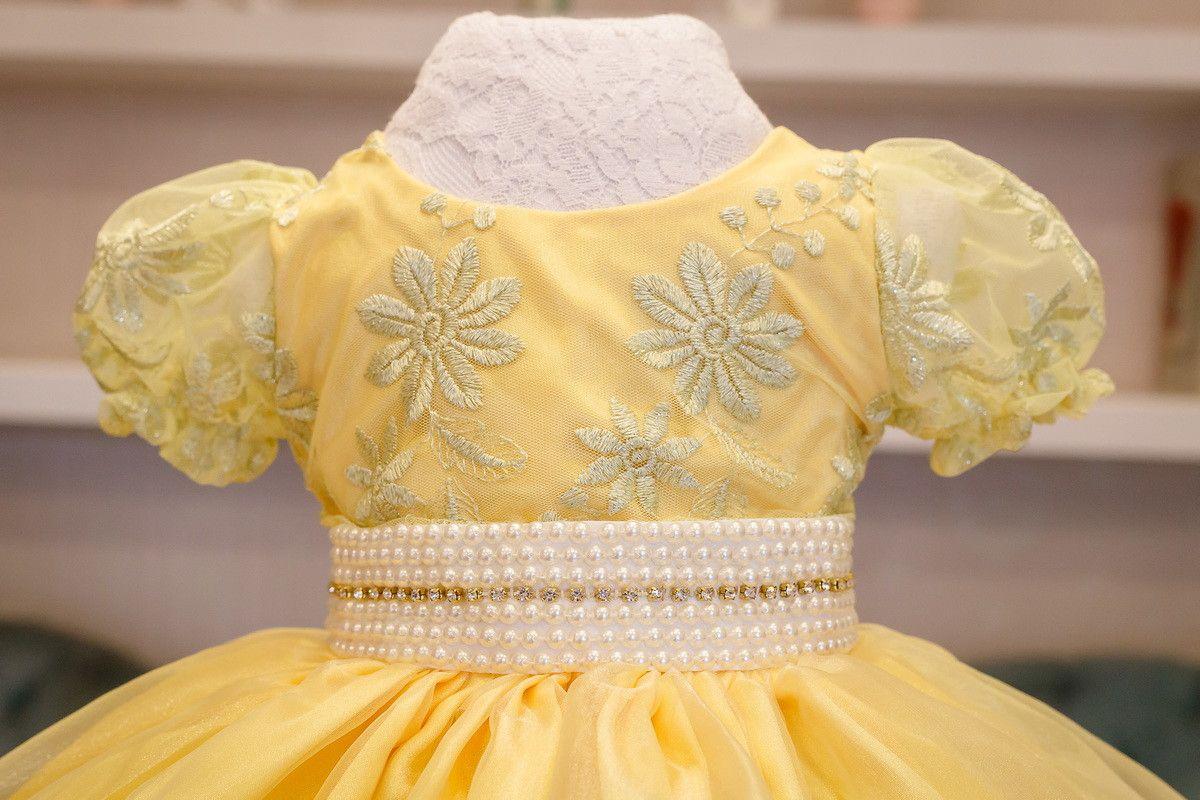 4015df87e45 Vestido de festa da Liminha Doce. Amarelo com detalhes em branco ...