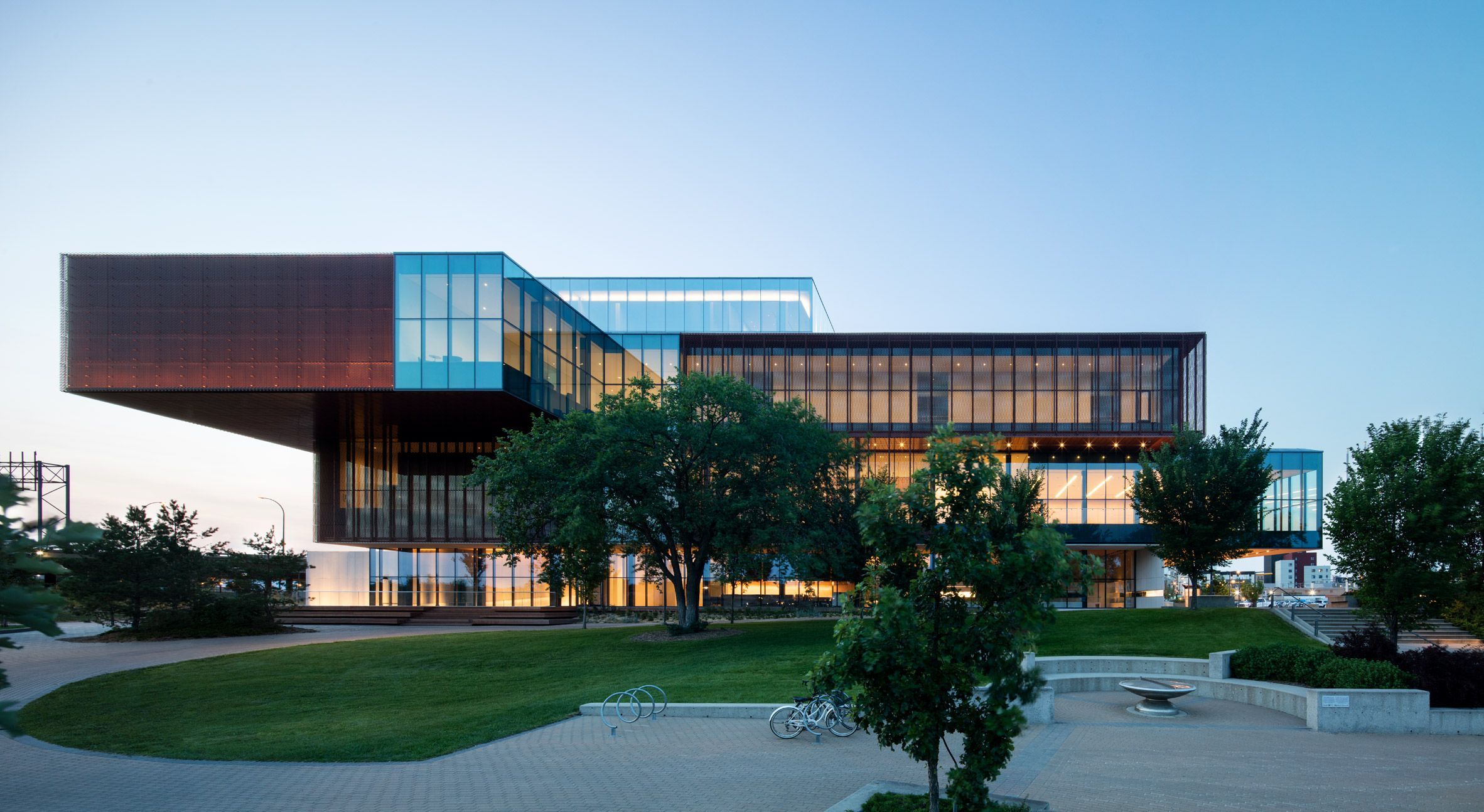 Remai Modern Museum In Canadian Prairies Comprises Stacked Volumes Modern Architecture Design Toronto Architecture Architecture