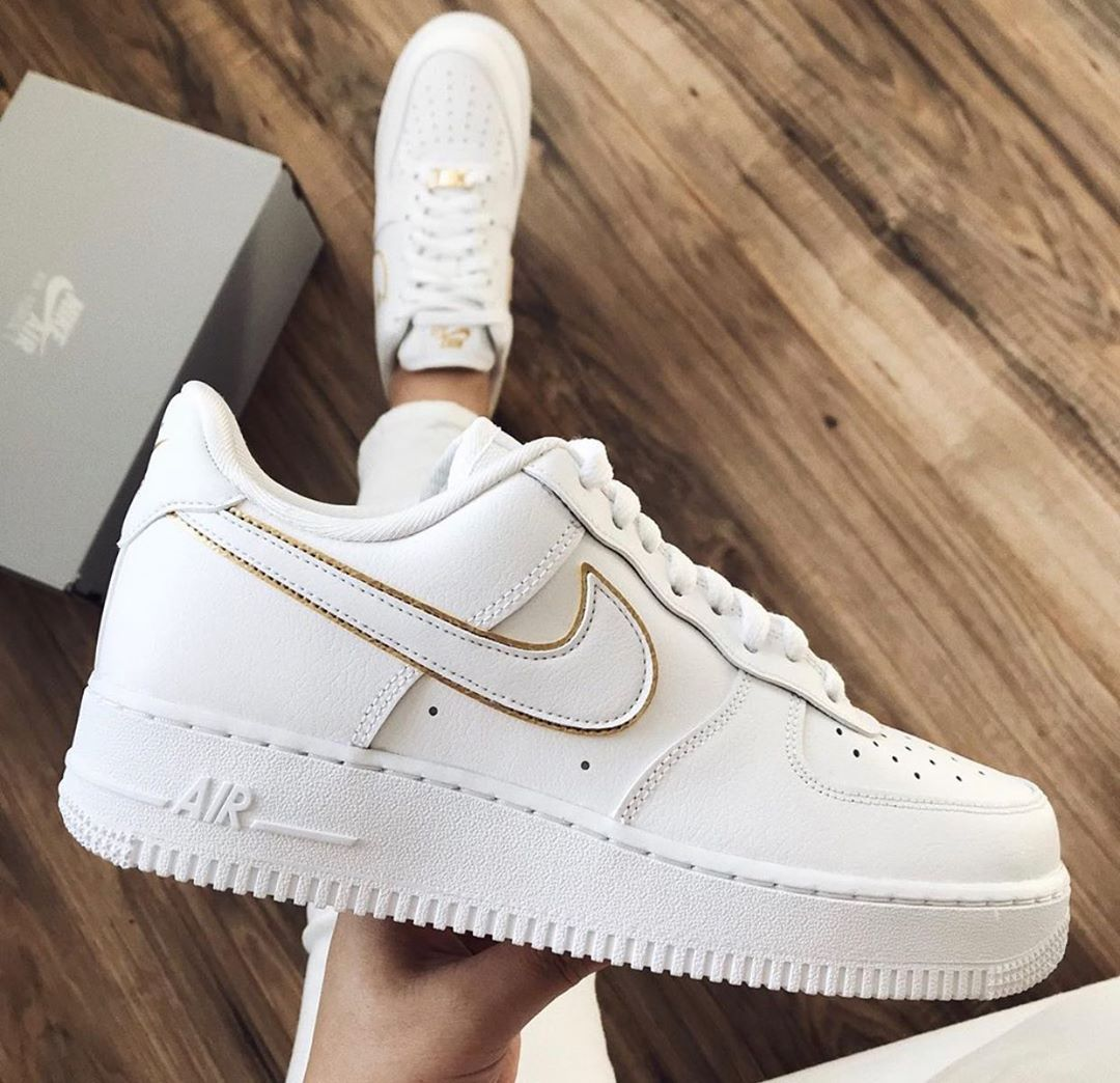 Golden Details Airforce1 Nike Nikeairforce1 Low Love Hype Hypebeast Sneakers White Gold Loganpaul Follow Love In 2020 Nike Air Shoes Black Nike Shoes Cool Nike Shoes