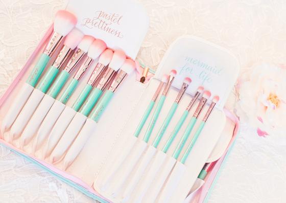 Teal Glam Brush Book💕 Makeup brushes, Blusher brush, Makeup
