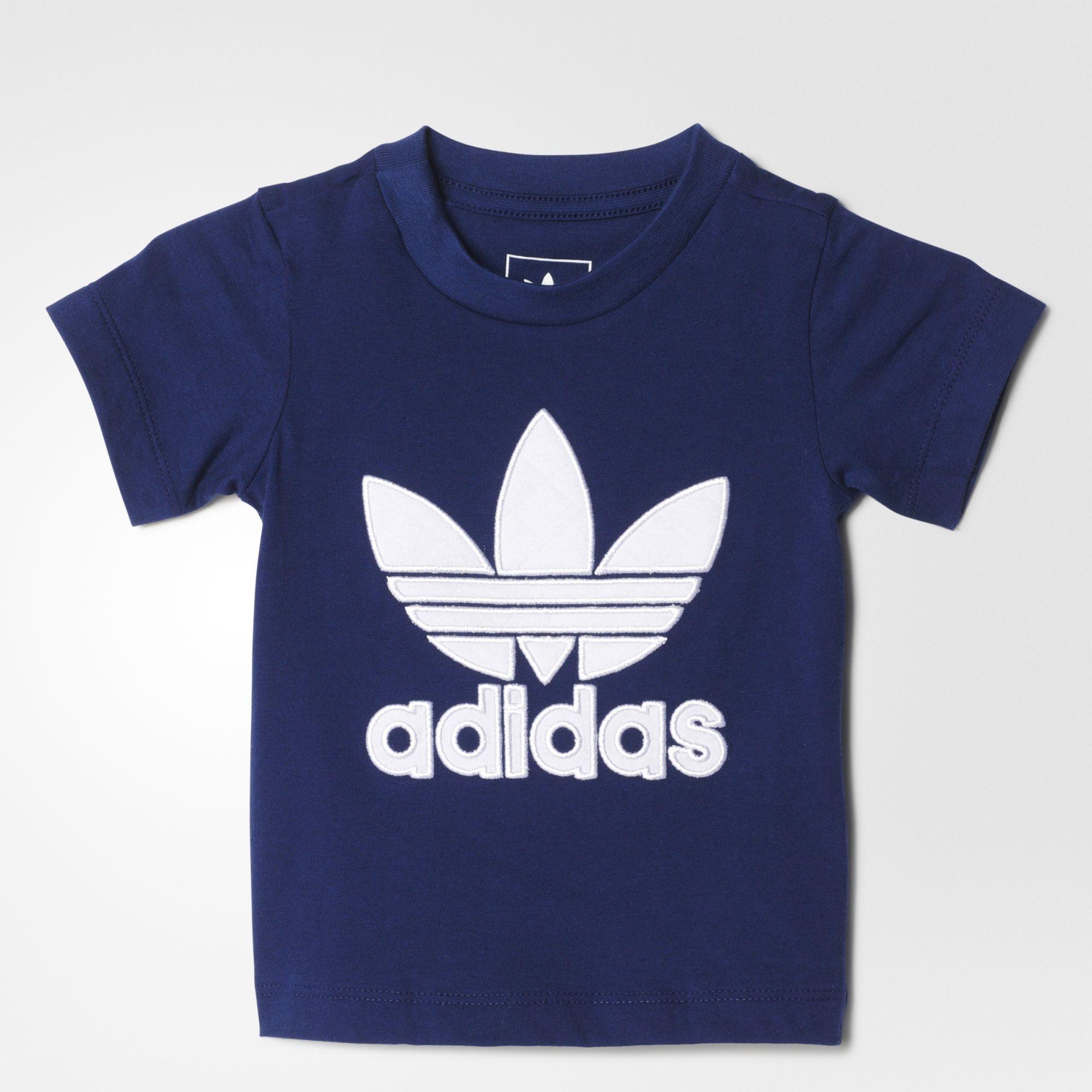 Tilbagelænet småbørnsstil, men med et twist. Denne t-shirt til babyer har et quiltet Trefoil logo foran, der giver det nye look et ikonisk symbol. Den kommer i blød, semi-let bomuld.