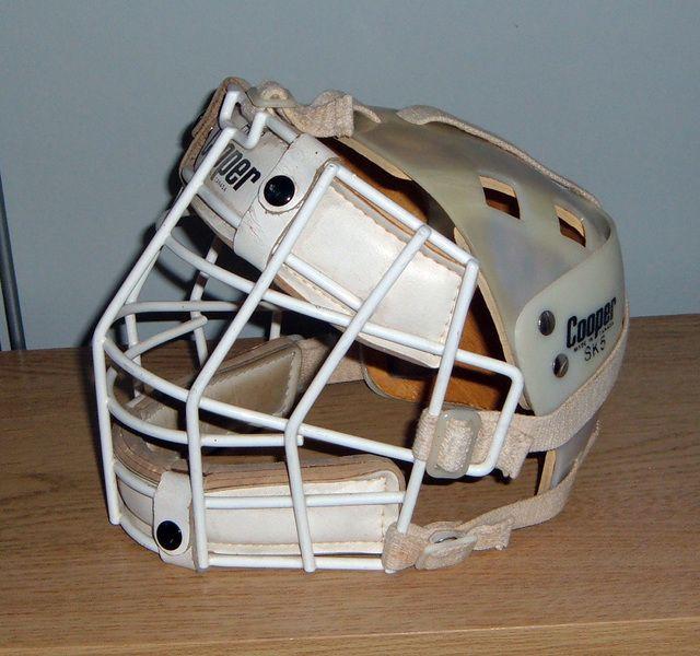 Vintage Cooper Sk5 Backplate Helmet And Cage Vintage Goalie Cage Mask Cooper Sk5 Ice Hockey Hockey Goalie Hockey Equipment