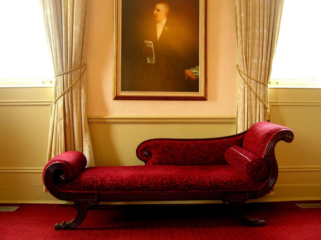 Wondrous Red Indoor Chaise Lounge Chair In Victorian Style Living Room With  Red Carpet And Beige Floral Sign Curtain Beautiful Interior Decoration Idea  ...
