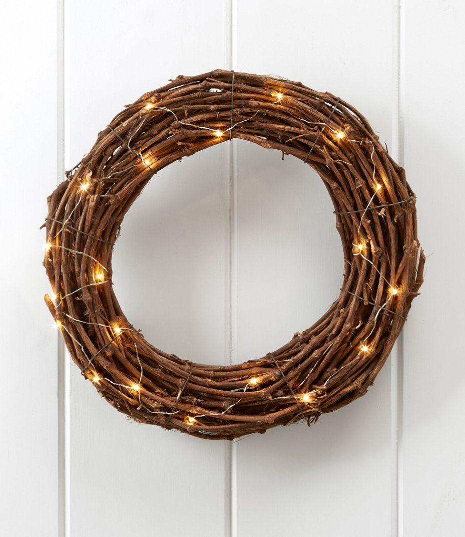 Lighted Twig Wreath #minimalism #Christmas