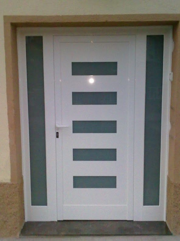 Puerta entrada dise o dos fijos en roda de ber jpg 592 for Disenos de puertas para casas modernas