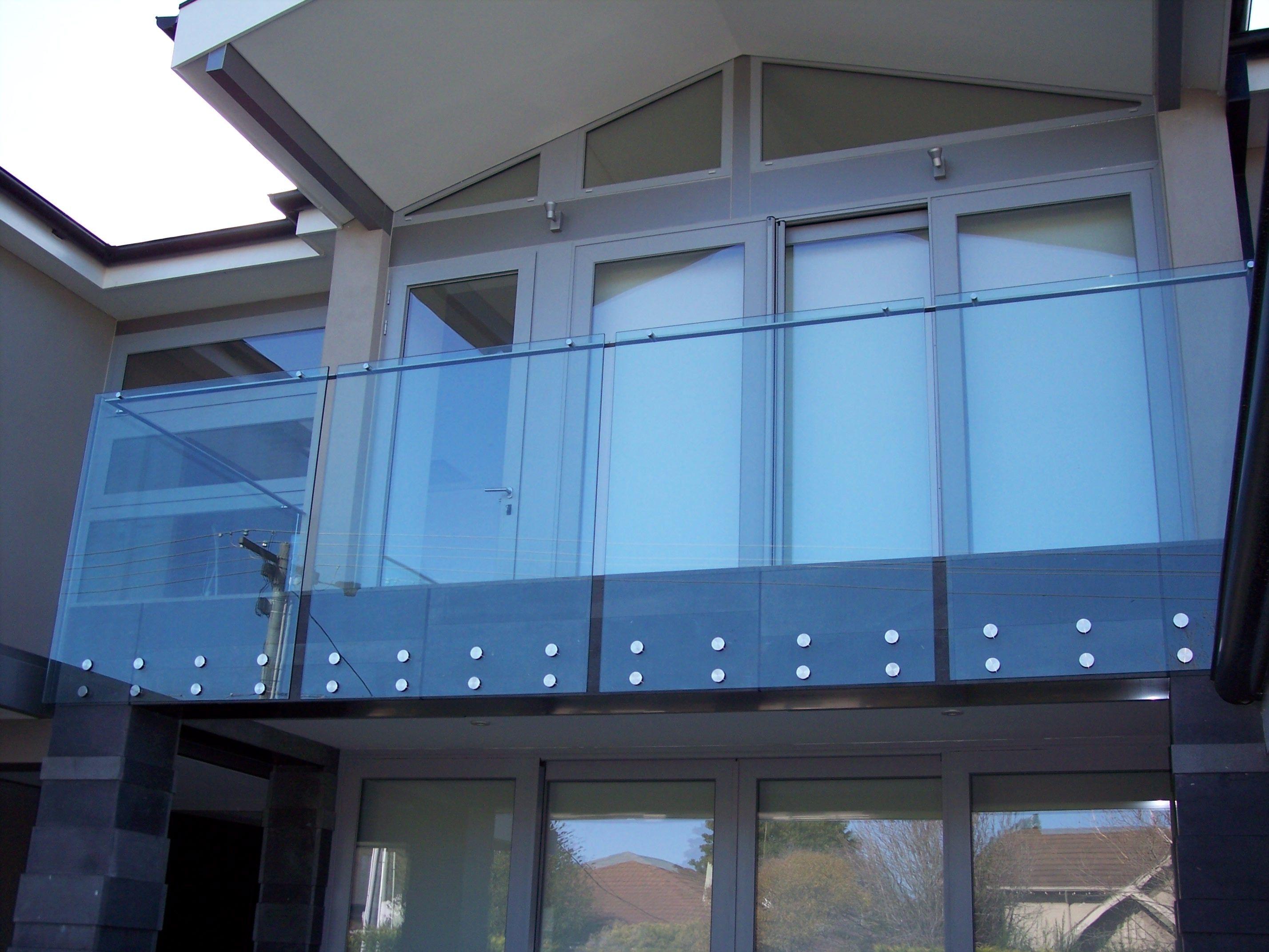 SimplyFrameless Exterior Bolt Fixed Balustrade with Handrail