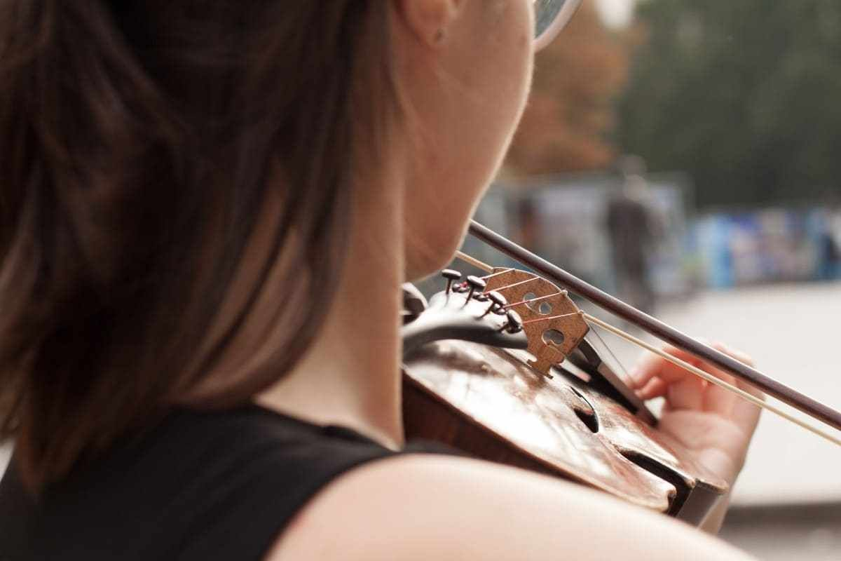 متى يجب عليك تغيير أوتار الكمان الخاص بك Omega Watch