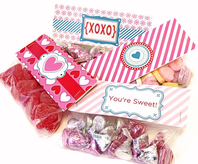 12 x 12 Scrap Page template 102678. One page makes 6 candy toppers. Cut out, fold, staple onto snack sized bags filled with treats! #Valentines #digiscrap