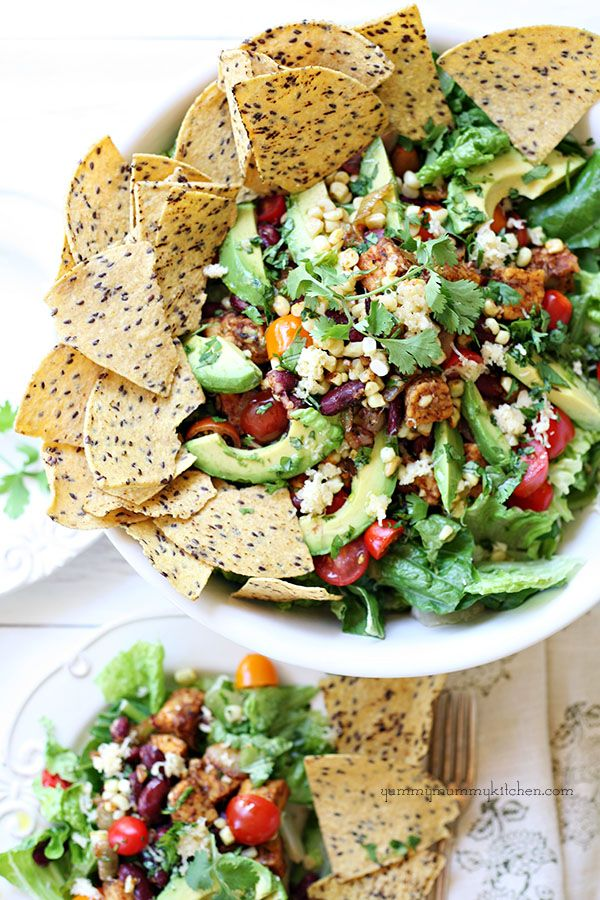 Vegetarian Taco Salad #recipe from {YummyMummyKitchen.com}     This is so good and healthy!