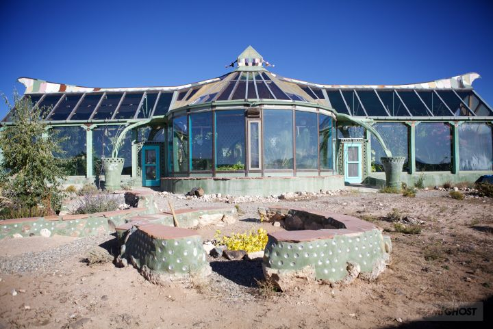 Phoenix house at the earthship biotecture community in for Self sustaining pool