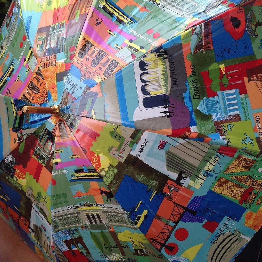 #InstagramELE #paraguas  Mi paraguas favorito está hecho con tela impermeable de sitios famosos en Nueva York #sp102s16 #patchwork #hechoAmano