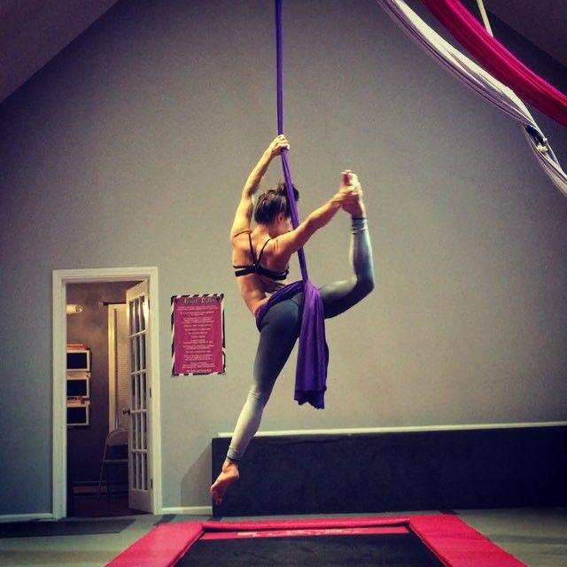 Hip key Work  #aerial #aerialist #aerialarts #aerialyoga #aerialsilks #arrialnation #aerialfitness #aerialfabric #circus #cirque #circusgirls #cirqueartisrcirque #fit #fly #flow #fabric #fitnessmotivation #fitmama #circuseverydamnday #usaerial #strength #findingyourfreestyle #nhladance #kamafitness #silks #mommieswithmuscle #tumbltrak #aerialessentials