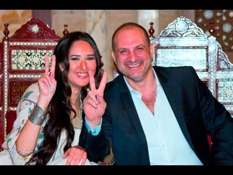 شاهد الفنان خالد الصاوى مع زوجته فى صور لم تشاهدها من قبل Stars Fashion Crown Jewelry