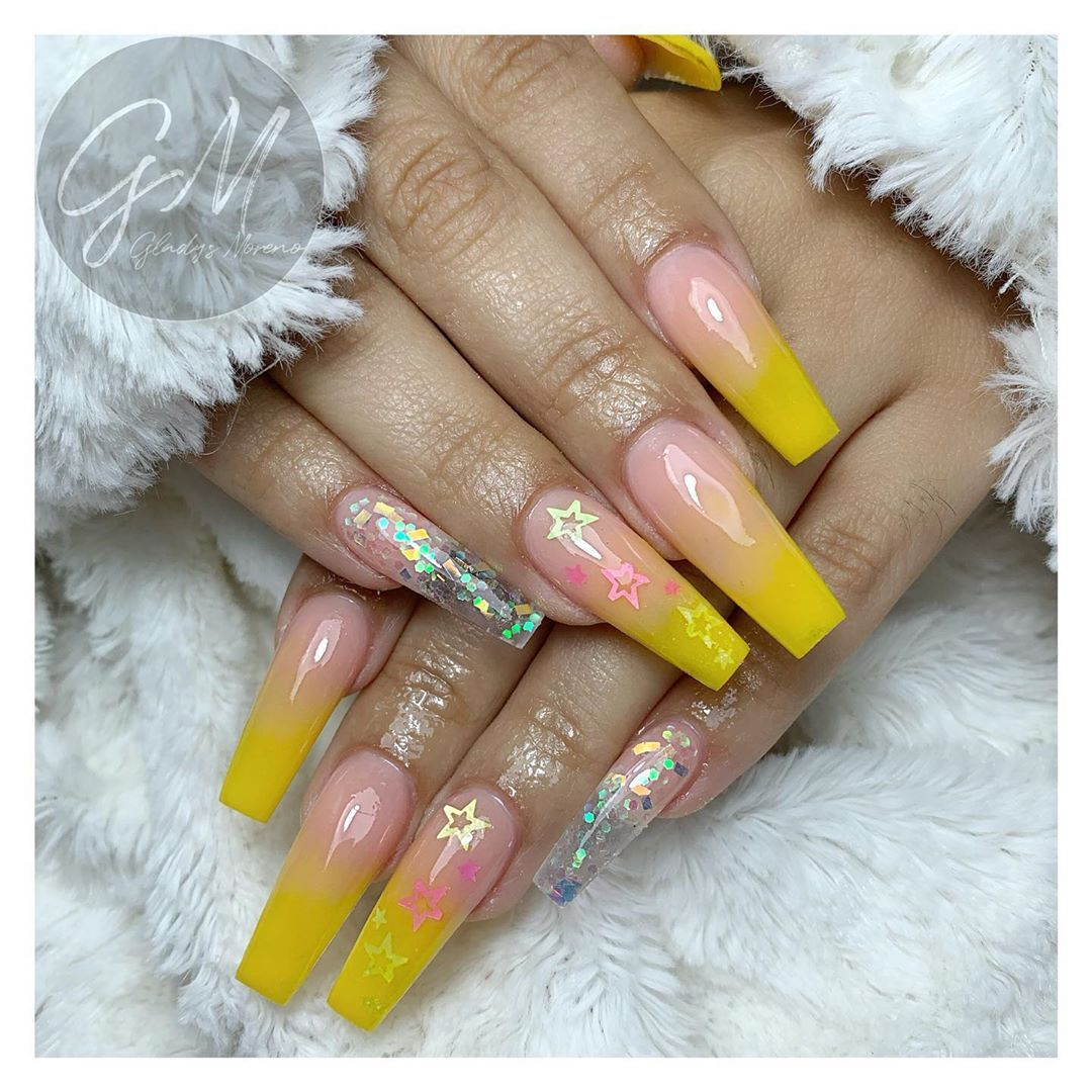 No me decidí por una foto así que les publico las dos 🙊💛 Agenda tu cita por Whatsapp! 📲 6671034554 No llamadas. #nails #nailsart #nailsaddict #nailselfie #nailsbiñe #instanails #nailscln #nailsculiacan #fantasynails #nailsfactory #organicnails #nailseffect #efectoespejo #efectoazucar #chromenails #holographicnails #nailsstiletto #balerina #ovalnails #stilettonails