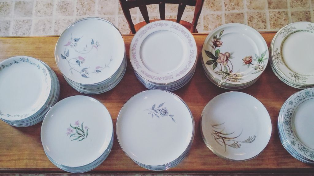 The pretty dinner plates vintage China & The pretty dinner plates vintage China | CWT | d i s h e s + ...
