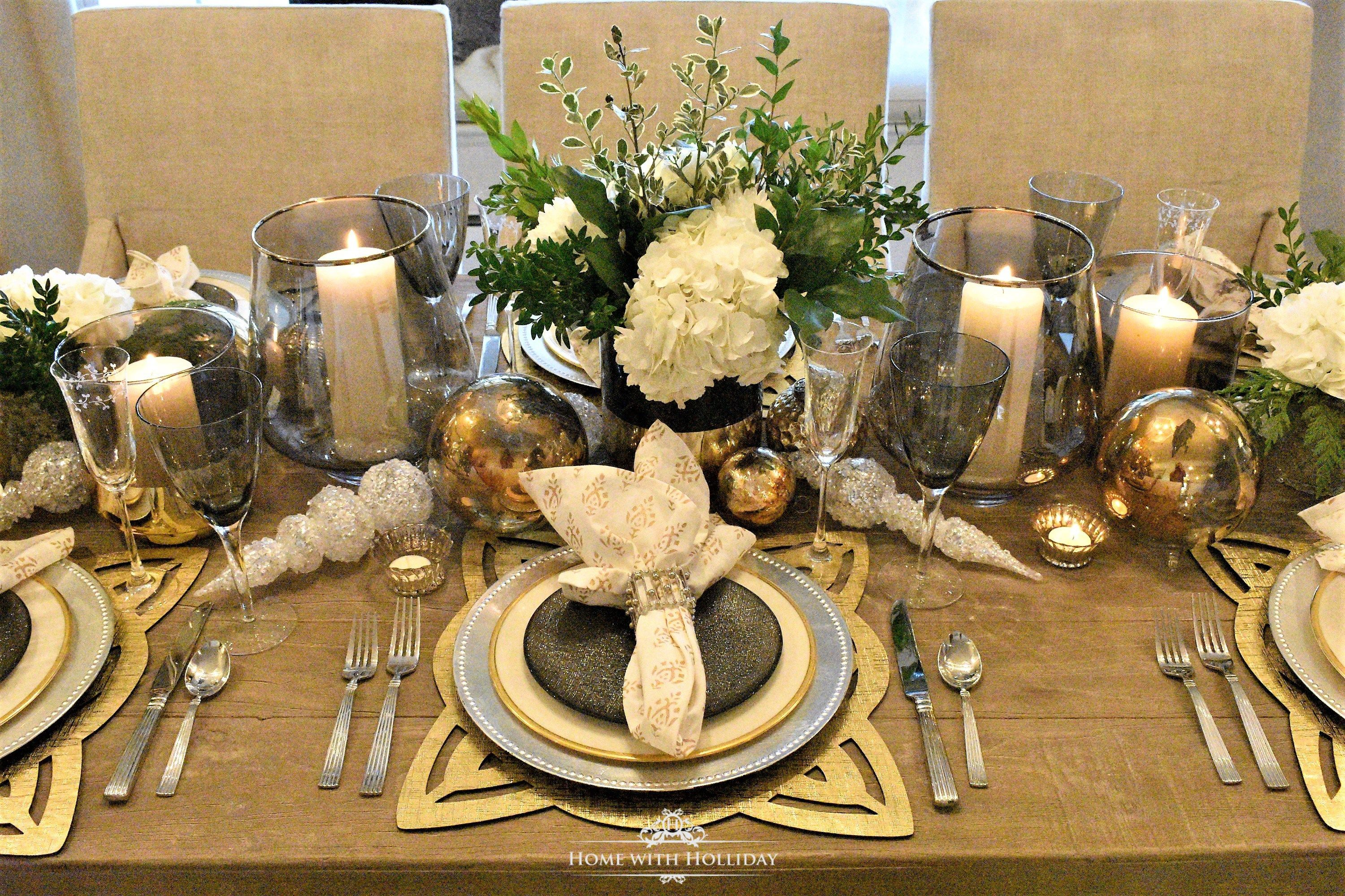 Gold And Silver Table Setting New Year S Eve Or Christmas Silver Table Settings Christmas Table Setting Centerpieces Christmas Table Settings