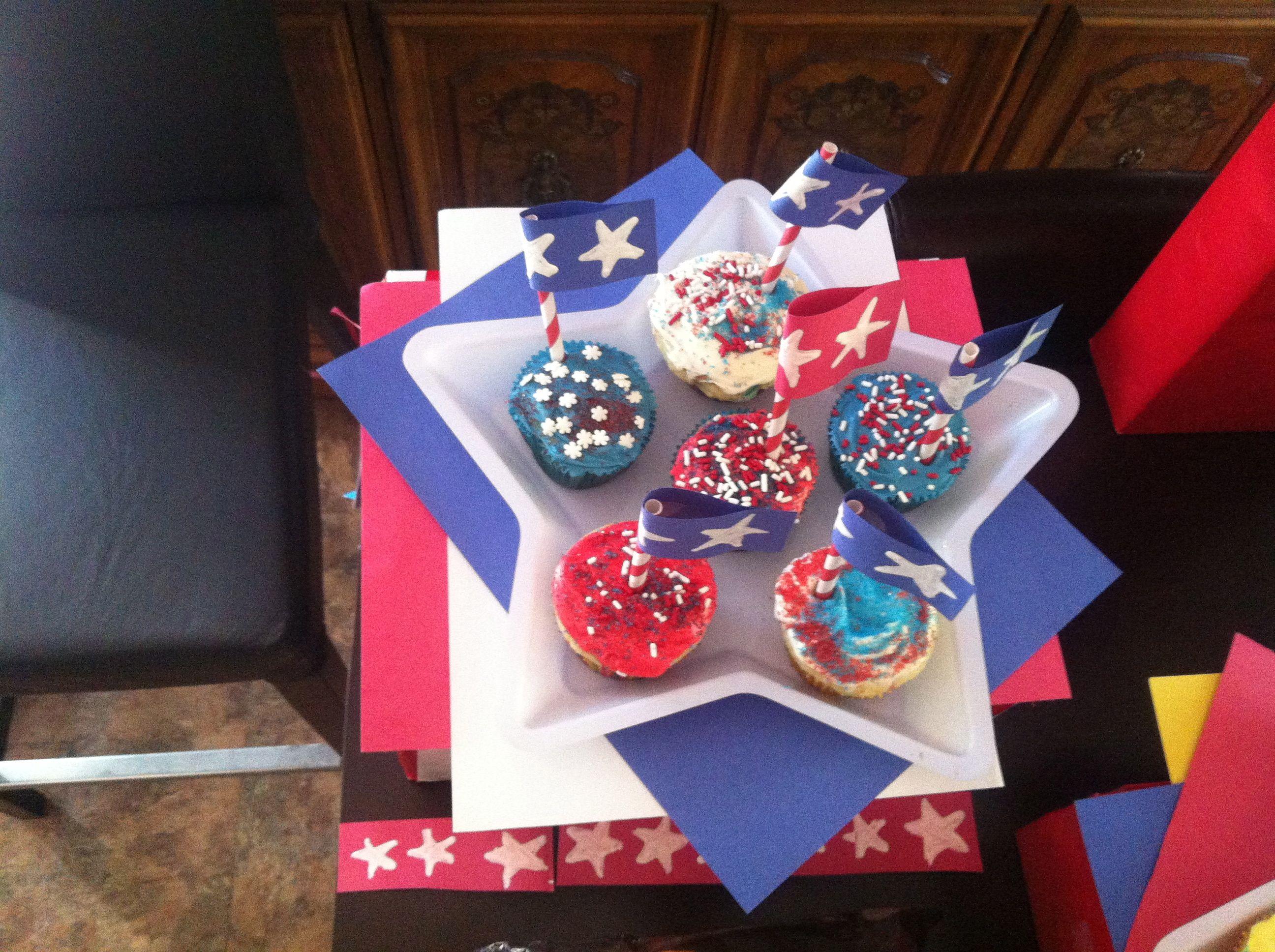 USA cupcake decorations | Marais's going away party