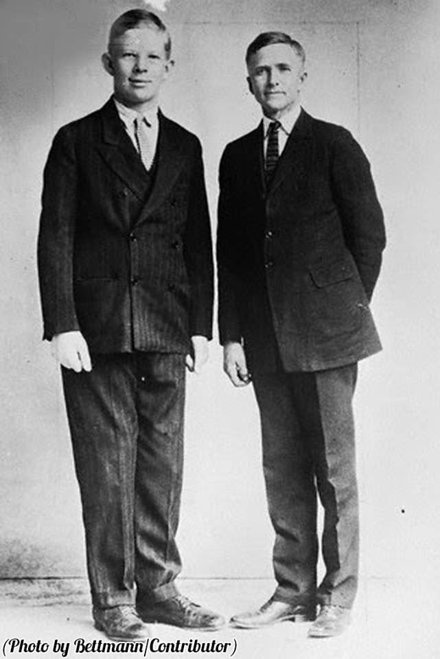 Tallest Man In History Robert Wadlow With His Father At Age 10 At