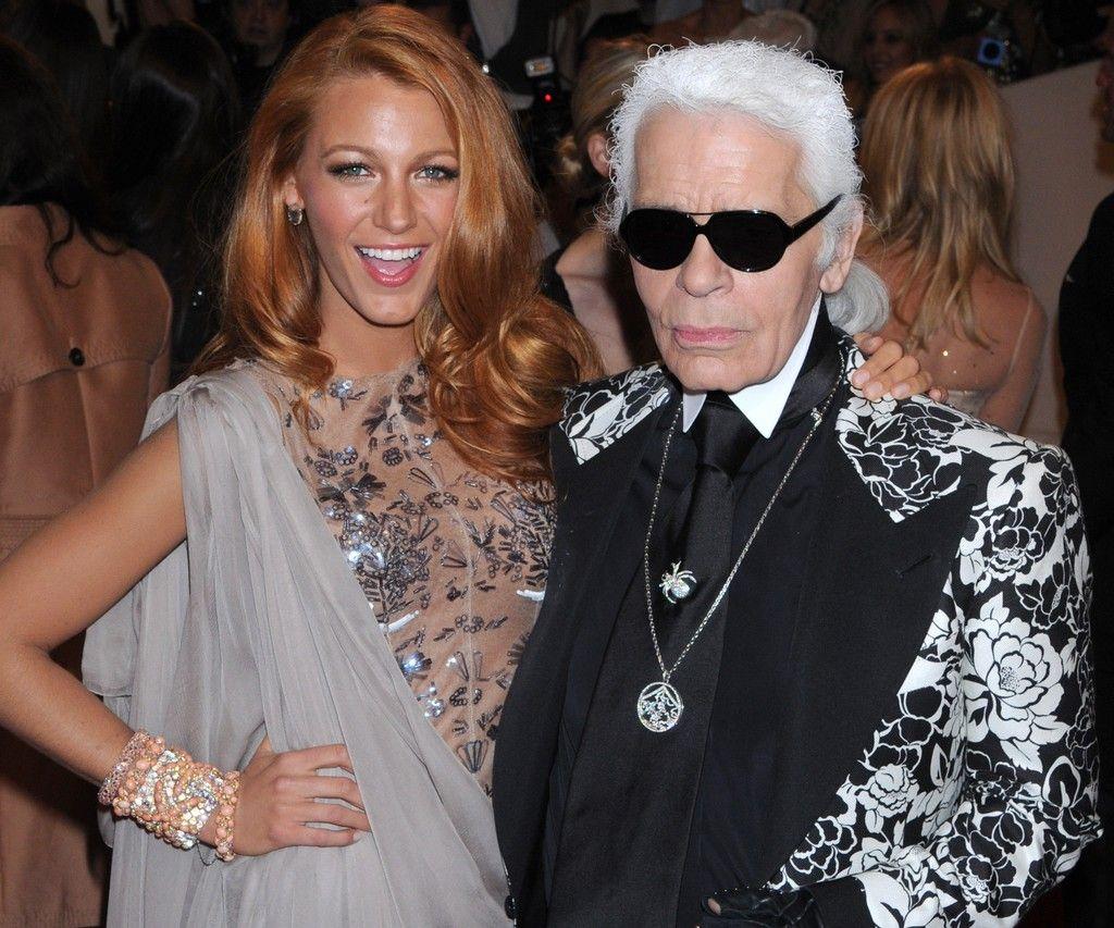 Los 43 Diseños De Chanel Que Karl Lagerfeld Diseñó Para Estas Celebrities En La Alfombra Roja Alfombraroja Redca Chanel Vestidos Karl Lagerfeld Rachel Bilson