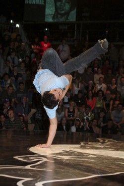 I am the creator of my own limits – B-Boy Cico.   Leggi l'articolo: http://www.jengafilm.it/blog/breakdance/le-mosse-della-breakdance-ecco-come-si-balla/#