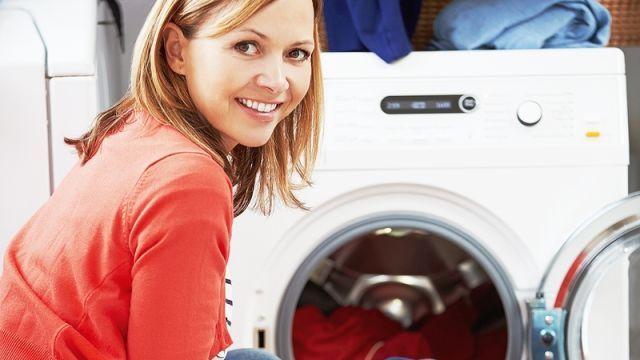 Ako vyčistiť práčku od všetkých skrytých nečistôt?