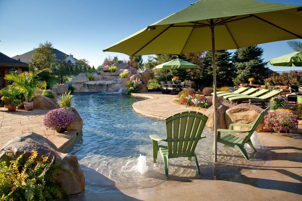 Garten mit pool wasserfall liegen dekoration pinterest pool im garten garten and haus - Pool dekoration ...