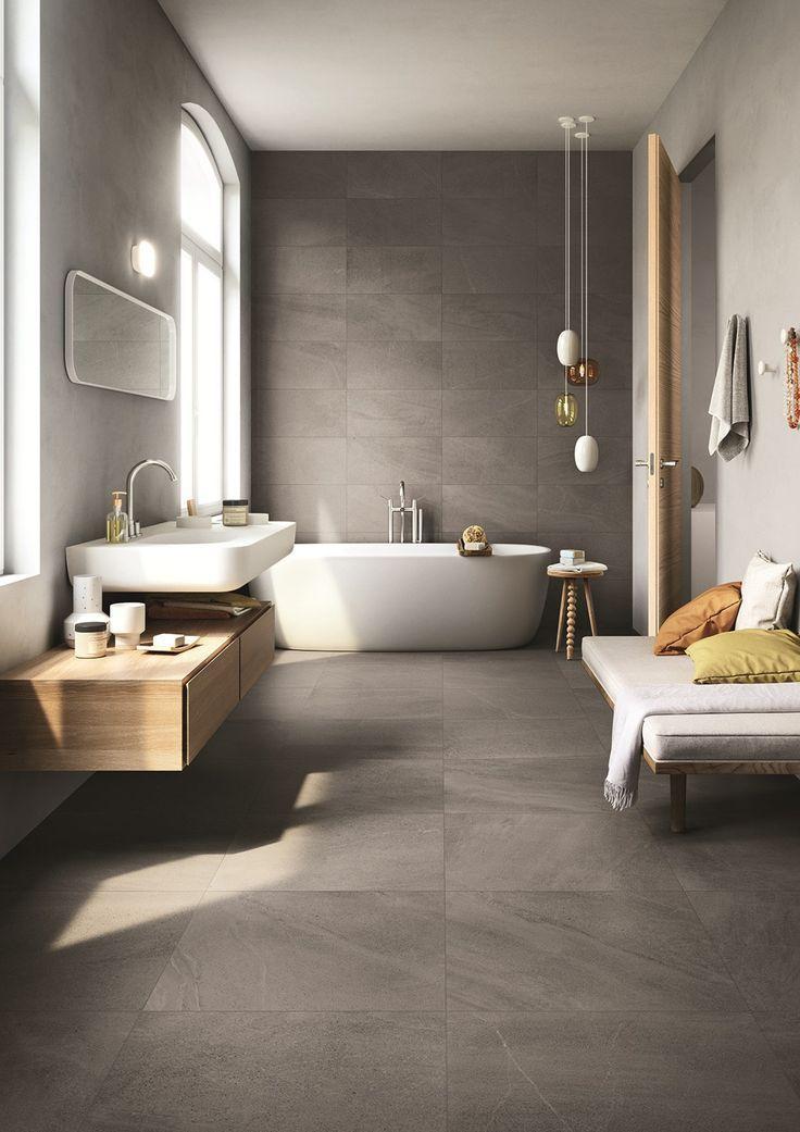 Badezimmer In Grau Mit Weißem Waschbecken Und Badewanne Inklusive Sitzband,  Home Spa, Wellness,
