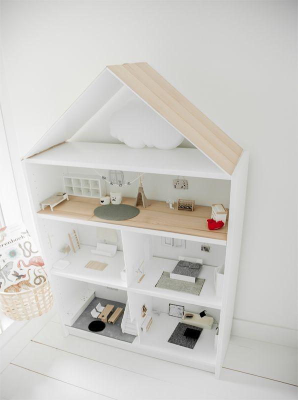 Tover een BILLY boekenkast om tot een mooi poppenhuis | IKEA IKEAnl IKEAnederland creatief accessoires decoratie kast opbergen spelen kinderen kinderkamer woonkamer inspiratie wooninspiratie wit #woonkamerinspiratie