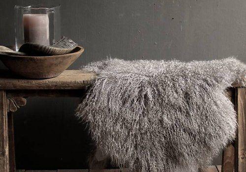Heerlijk zacht tibet schapen vachtje in de kleur licht grijs