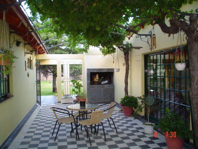 Casa com patio interno pesquisa google jardineria for Jardineria al aire libre casa pendiente