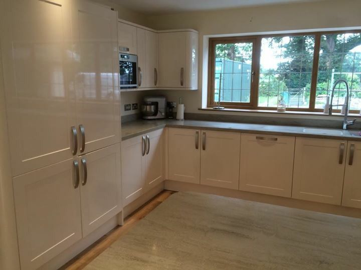 Modern Kitchen Gloss Cream Grey Worktop Corian Howdens