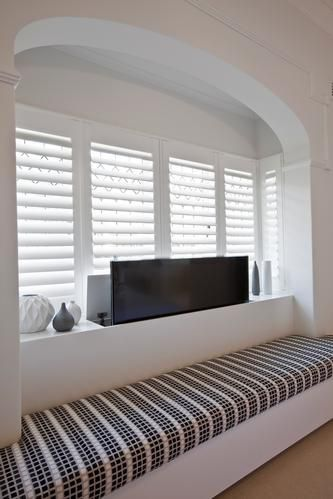 Prime Pop Up Plasma Tv In Bay Window Seating Surrounds Love The Creativecarmelina Interior Chair Design Creativecarmelinacom