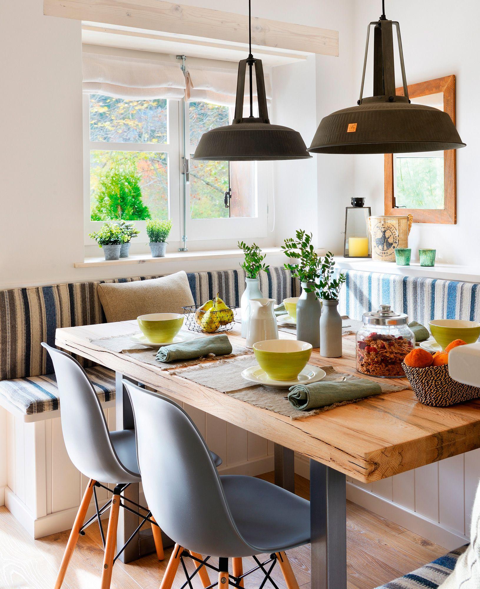 Comedor con banco en u a medida cojines a rayas blanco y for Mesa cocina con banco rinconera