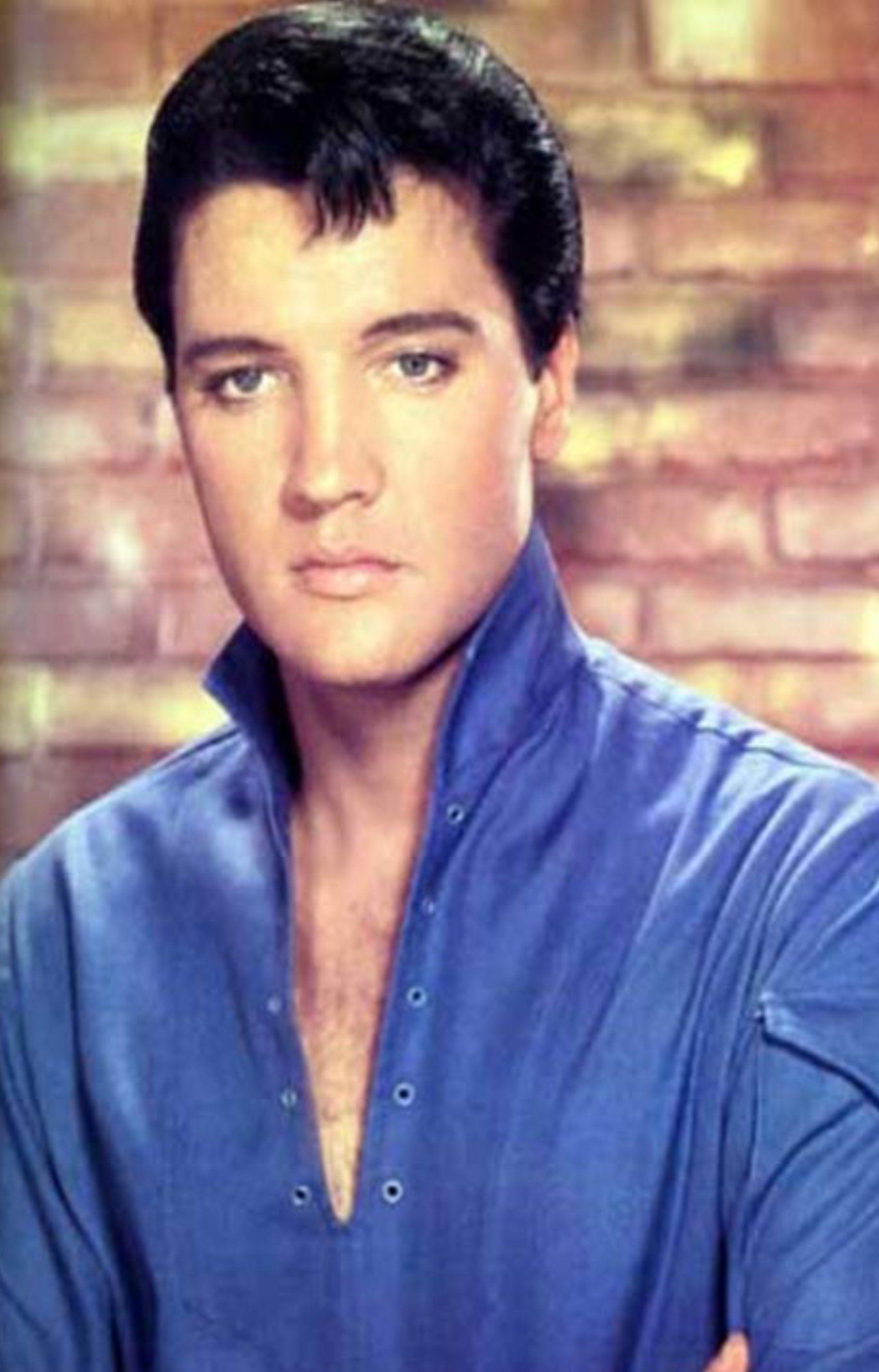 What Makes Elvis Presley A Hero Fbcfecccbebdfa
