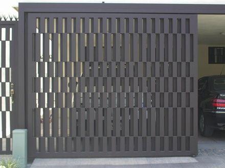 Porton herreria minimalista buscar con google house for Puertas de entrada principal minimalistas