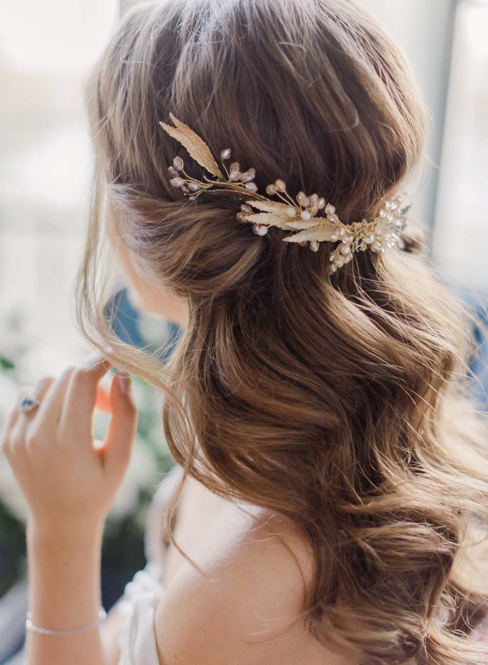We Re Loving This Romantic Bridal Hairstyle Especially The Gorgeous Gold Hair Accesso Wedding Hairstyles For Long Hair Wedding Hair Down Romantic Wedding Hair