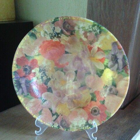 Prato de plástico com decoupage, feito por mim