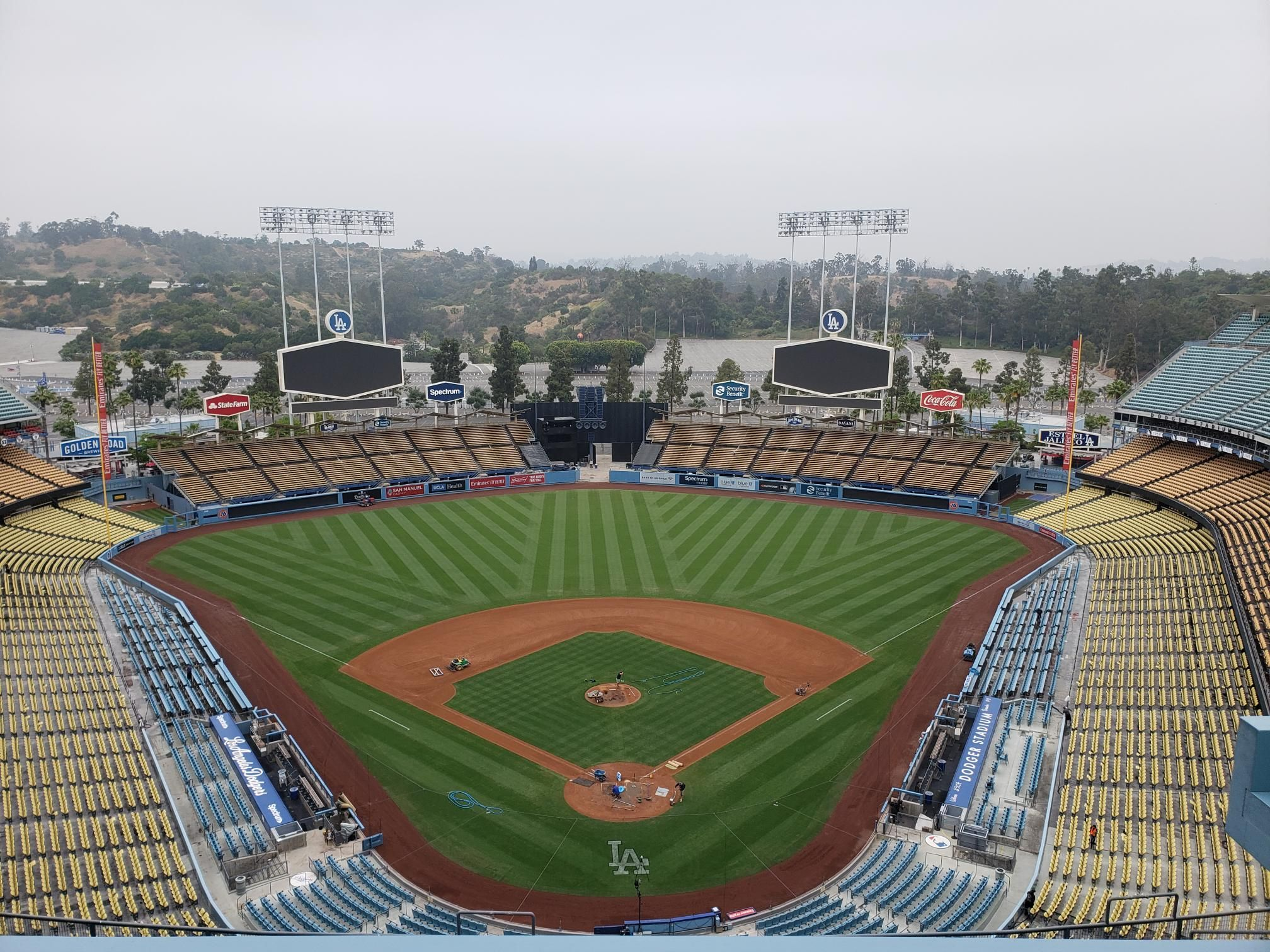 Dodger Stadium Home To The La Dodgers Mlb Stadiums Sports Stadium Dodger Stadium